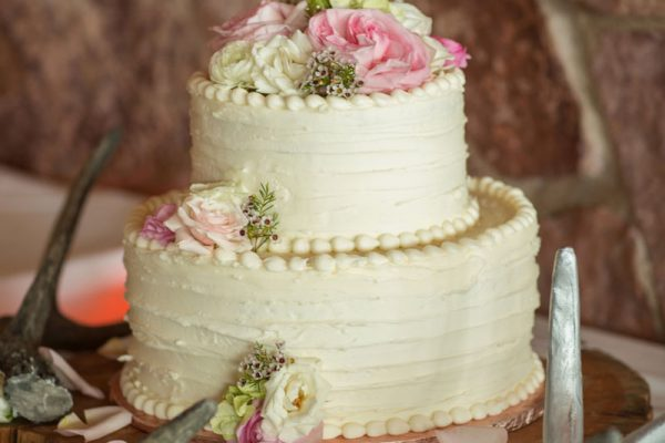 Twigs and Posies Colorado Springs wedding florist wedding flowers cake flowers