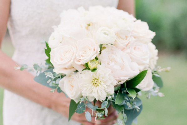 Twigs & Posies Colorado Springs wedding florist Garden of the Gods Club wedding bouquet
