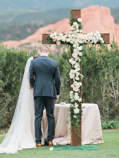 Twigs & Posies Colorado Springs wedding florist Garden of the Gods Club wedding flowers